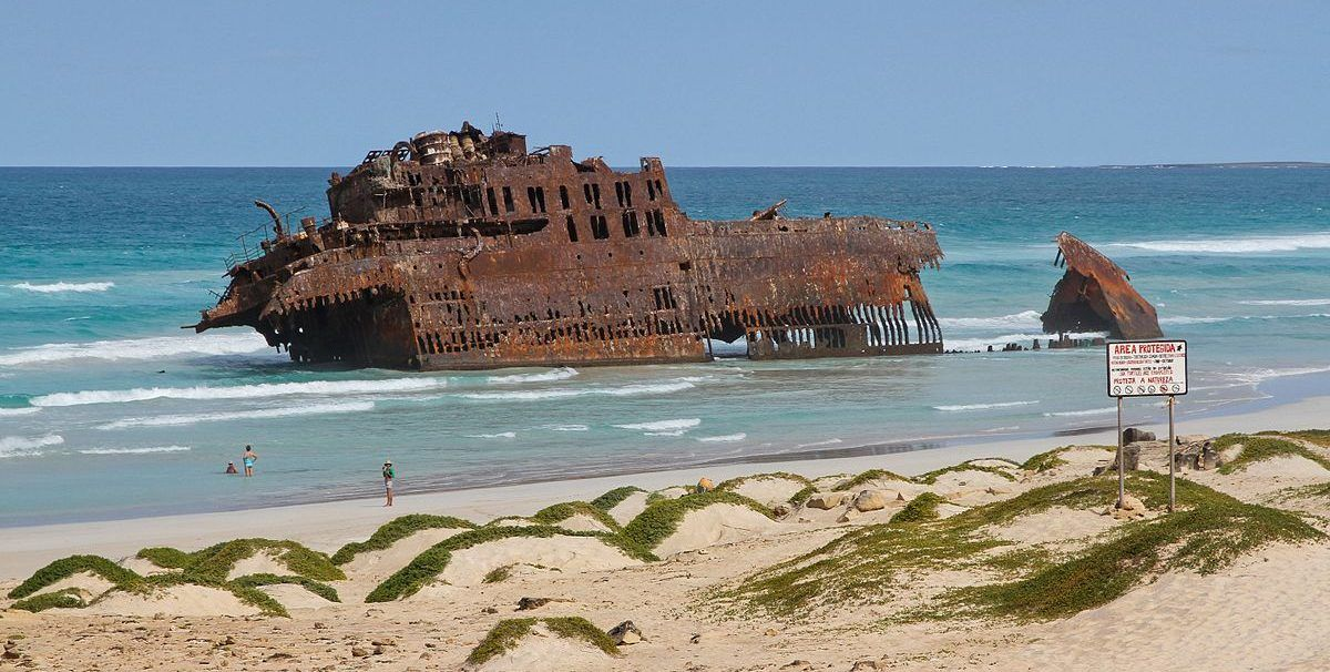 25 Incredible Images Of Shipwrecks From The Last Decade