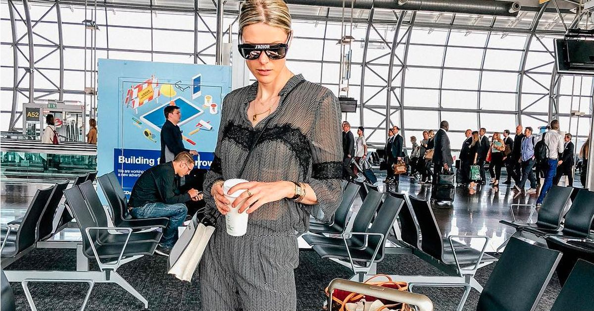 ee3c4326864 25 Pics Of People Spotted At The Airport (Wearing All The Wrong Things)