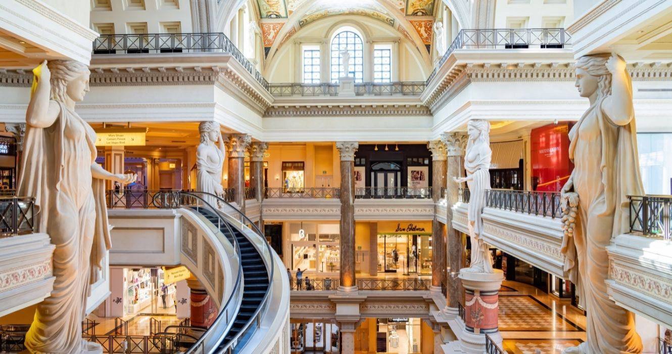 Here's What Is Like To Stay At The Luxurious And Decadent Caesars Palace In Las Vegas